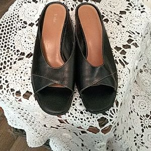 Liz Claiborne black sandles